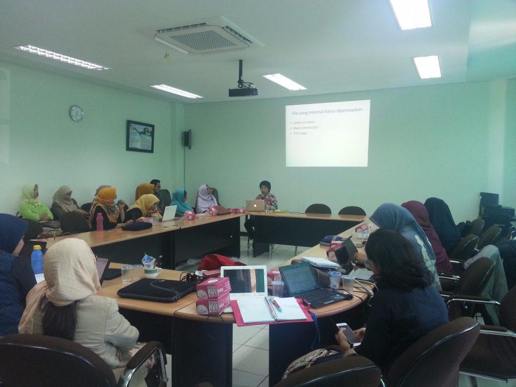 Kepala Program Studi S3 IKM UNS narasumber pelatihan