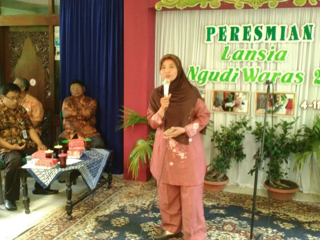 Mahasiswa Menjadi Narasumber dan PKM peresmian dan penguatan posyandu lansia di kelurahan semanggi