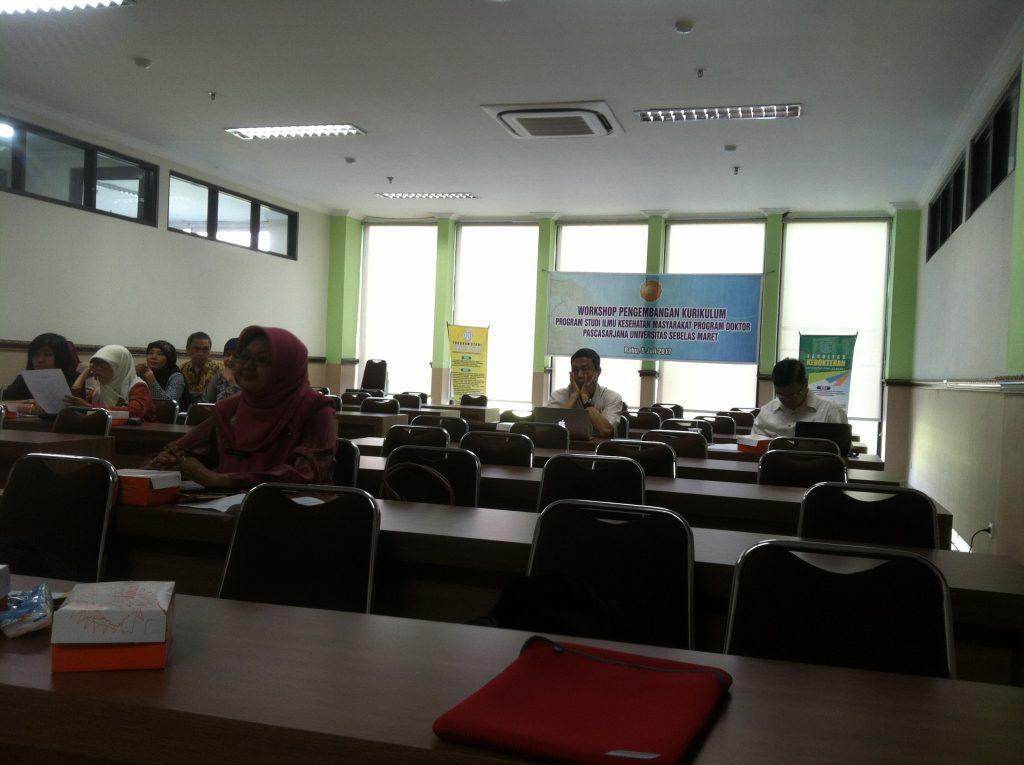 Peninjauan dan pengembangan kurikulum program studi Kesehatan Masyarakat program Doktor (S3) UNS