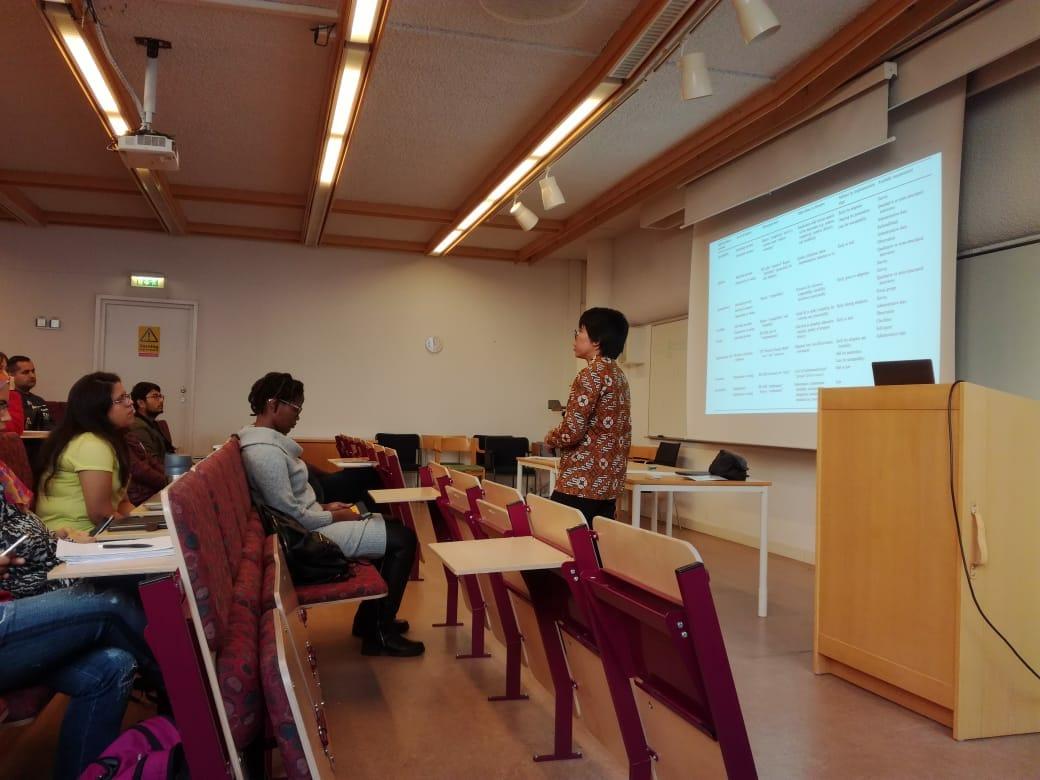 Kaprodi Mengisi seminar di Umea University