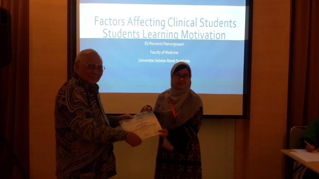 Dr Eti Poncorini Pamungkasari, dr, MPd menghadiri dan menyampaikan oral presentasi di Bandung Global Health-Forum Kedokteran Islam