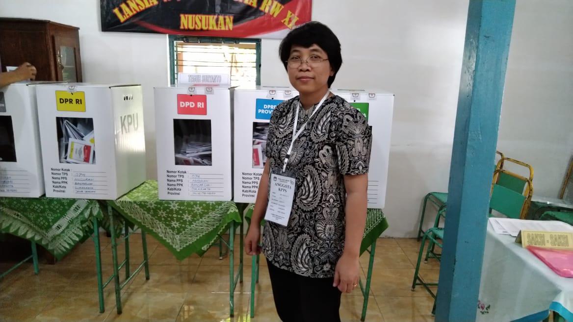 Kaprodi S3IKM Ari Probandari, dr, MPH, PhD menjadi anggota kelompok panitia penyelenggara pemilihan umum 2019 TPS 074 Nusukan Surakarta