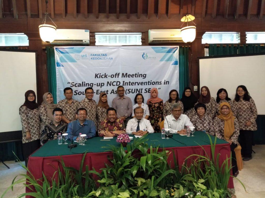 """Kegiatan Kick off Meeting """"Scalling-up NCD Interventions In South-East Asia (SUNI SEA)"""" yang juga merupakan kegiatan penelitian bersama antara dosen dan mahasiswa S3 IKM UNS"""