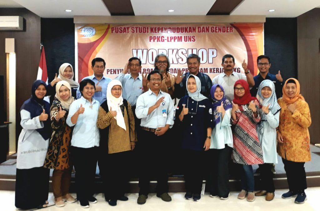 Mahasiswa S3 IKM UNS a.n. Istar Yuliadi menjadi Narasumber dalam Workshop Pusat Penelitian Kependudukan dan Gender /PPKG LPPM UNS