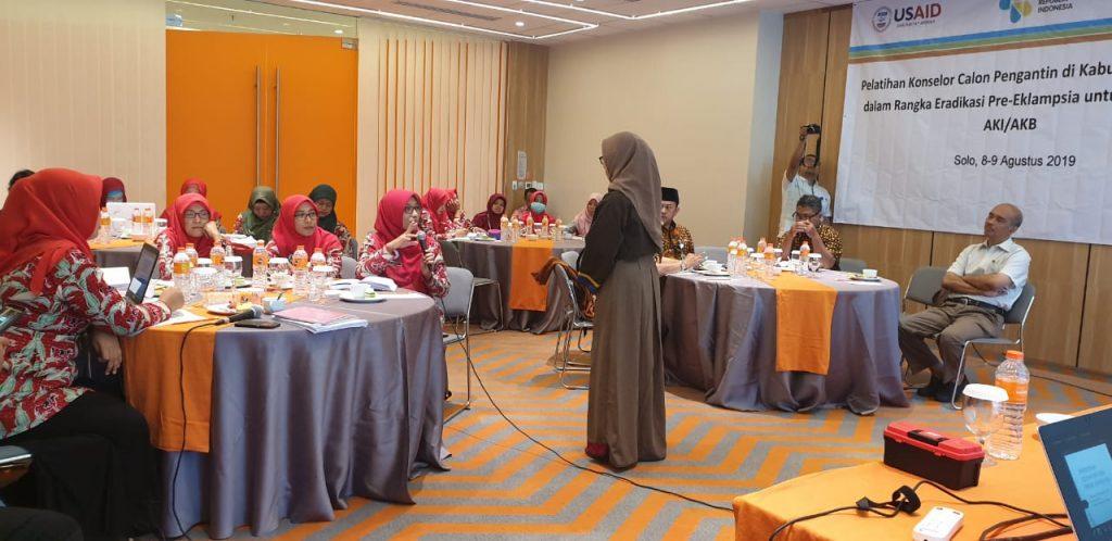 Dosen S3 IKM UNS Dr Eti Poncorini Pamungkasari, dr, MPd menjadi narasumber pada acara Pelatihan Konselor pada Calon Pengantin