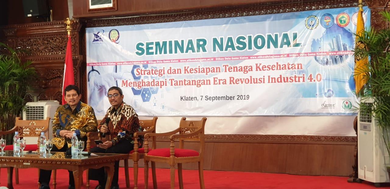 Mahasiswa S3 IKM UNS dr Muh Husen Prabowo, MPH menjadi moderator dalam Seminar Nasional di Stikes Duta Gama Klaten