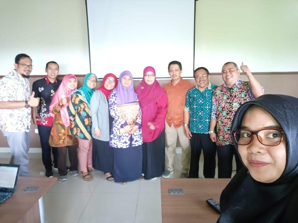 Kegiatan sharing pengalaman studi dan proses penelitian dari mahasiswa angkatan pertama S3 IKM UNS a/n Ida Untari bersama semua mahasiswa angkatan 4 (tahun 2019)