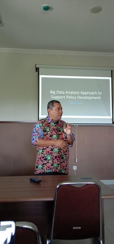 Kegiatan belajar mahasiswa S3 IKM UNS angkatan tahun 2019 bersama narasumber yaitu bapak Nurholis Majid tentang big data dan stata
