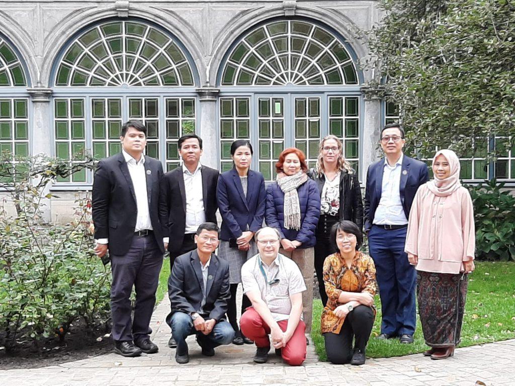 Ari Probandari, dr, MPH, PhD dan Dr. Eti Poncorini Pamungkasari, dr, M.Pd menghadiri pre Kick Off Meeting di Institute Tropical Medicine Antwerp Belgia