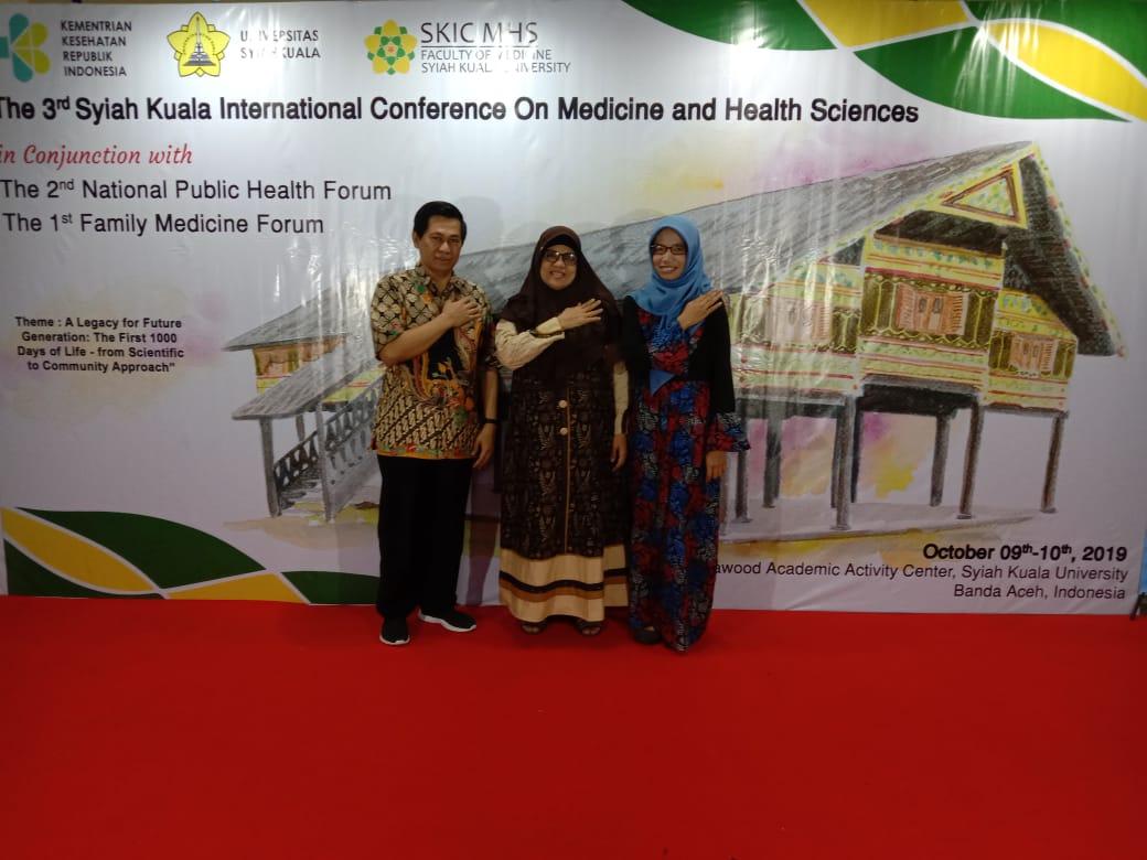 Dosen S3 IKM Dr. Sumardiyono, SKM., M.Kes dan Vitri Widyaningsih, dr., MS., Ph.D dan Balgis, dr, MSc CM-FM, Sp.Ak, AIFM, menghadiri Forum Nasional Kesehatan Masyarakat, 1st Family Medicine Meeting, serta 3rd Syah Kuala International Conference