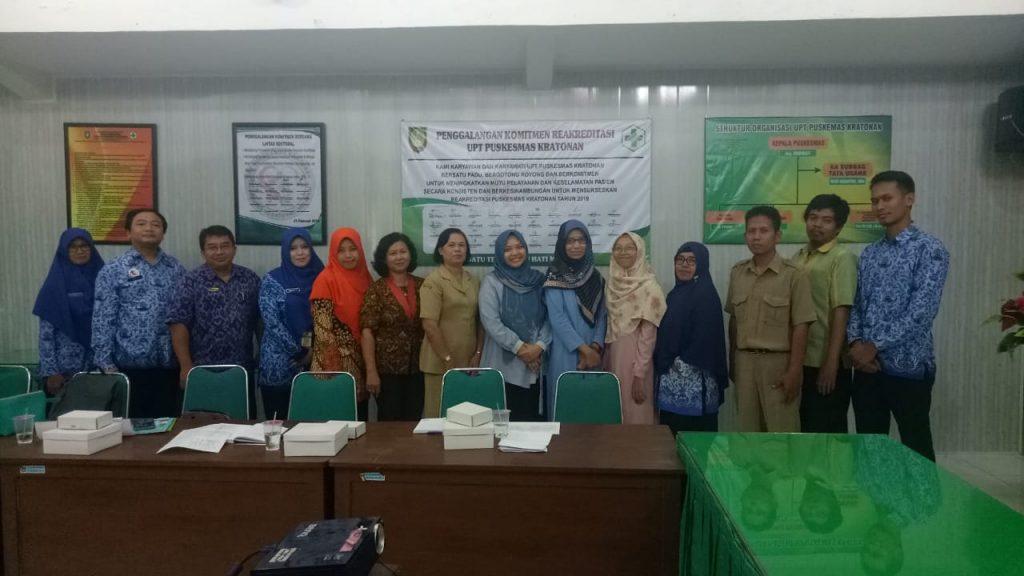Dosen S3 IKM UNS dr. VitriWidyaningsih, MS, PhD  selaku perwakilan dari tim UKS 4.0 mempresentasikan pentingnya pencegahan Penyakit Tidak Menular (PTM)