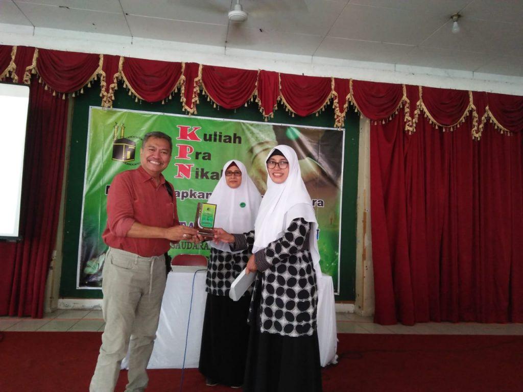 Mahasiswa S3 Kesehatan Masyarakat UNS a/n Istar Yuliadi menjadi narasumber dalam kuliah pra nikah yang diadakan oleh Majelis Taklim Muslimah IPHI