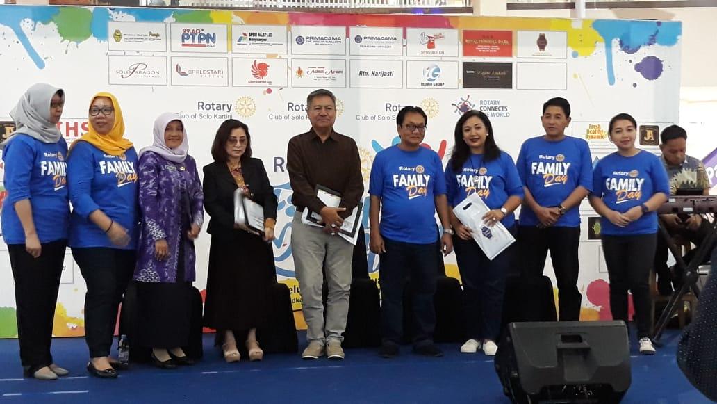 Mahasiswa S3 Kesehatan Masyarakat UNS a/n Istar Yuliadi menjadi narasumber dalam acara Talkshow Healthy Life Rotary Family Day