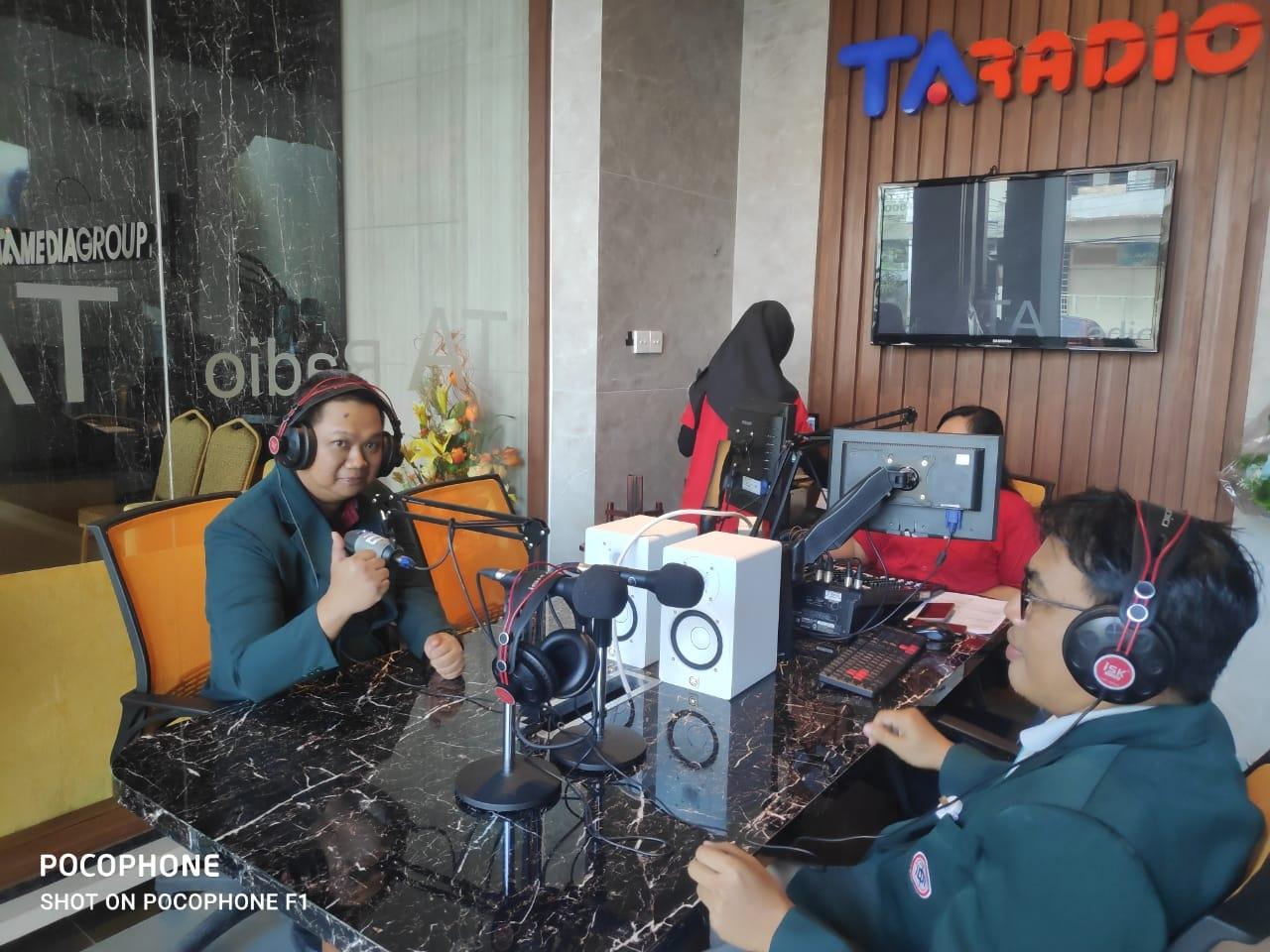 Mahasiswa S3 IKM UNS menjadi narasumber di TA Radio mengupas tentang penanggulangan penyebaran wabah COVID-19 di Wilayah Kota Surakarta