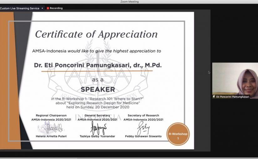 Dosen S3 Kesehatan Masyarakat UNS Dr Eti Poncorini Pamungkasari, dr, MPd mengisi webinar AMSA Indonesia