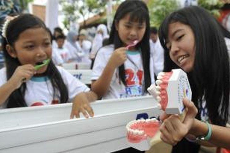 """""""Usaha Kesehatan Gigi Sekolah (UKGS) Di Masa Pandemi Covid-19"""" Karya Mahasiswa S3 IKM di Koran Jawa Pos"""