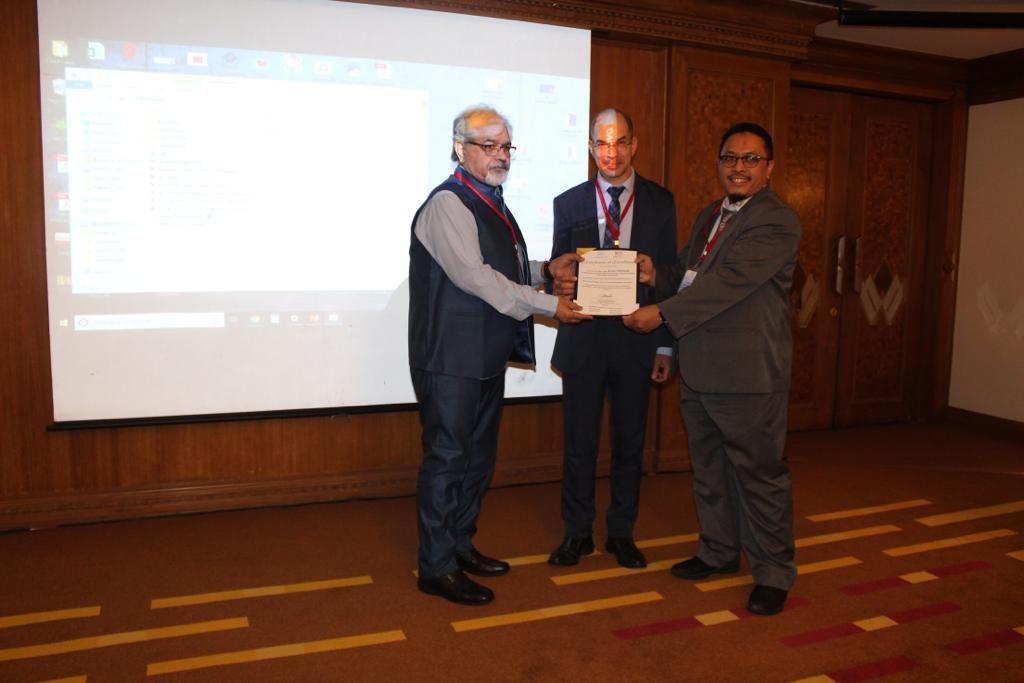 Mahasiswa PSSK S3 Pascasarjana UNS sebagai presented